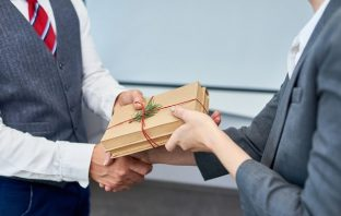 Why Giving Gift Sets Will Win You A Lot of Clients
